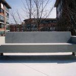sofá urbano de hormigón