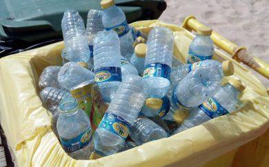 contenedor de plásticos